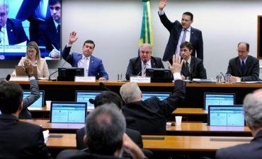 Deputados reunidos durante a votação do projeto que revoga a Lei de Licitações — Foto: Cleia Viana/Câmara dos Deputados